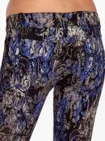 Niebieskie spodnie skinny w kwiaty                                  zdj.                                  6