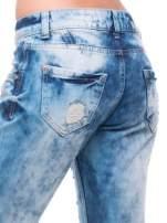 Niebieskie spodnie trash jeans z cieniowaniem                                  zdj.                                  6