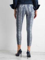 Niebieskie spodnie w zwierzęce wzory                                  zdj.                                  2