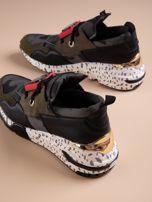 Oliwkowe buty sportowe na podwyższeniu z kolorową podeszwą i motywem moro                                  zdj.                                  3