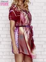 Patchworkowa sukienka mgiełka z paskiem i błyszczącą aplikacją                                                                          zdj.                                                                         3