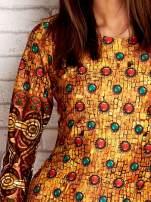 Pomarańczowa sukienka z folkowym nadrukiem