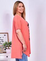 Pomarańczowy t-shirt damski w motyle PLUS SIZE                                  zdj.                                  3