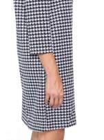 Prosta sukienka w pepitkę z kieszonką z pikowanej skóry                                  zdj.                                  8