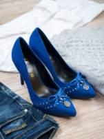 ROCCOBAROCCO Niebieskie szpilki faux suede z zamszu z kokardką                                  zdj.                                  1
