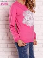 Różowa bluza z kolorowym nadrukiem                                  zdj.                                  3