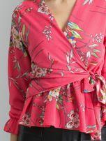 Różowa bluzka w kwiaty z falbaną                                  zdj.                                  5