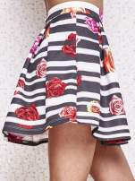 Różowa minispódnica z kontrafałdami w kwiaty