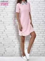 Różowa sukienka z wyszywanym kołnierzem                                  zdj.                                  2
