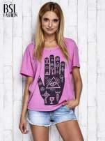 Różowy t-shirt oversize z orientalnym nadrukiem                                  zdj.                                  3