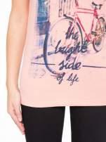 Różowy t-shirt z nadrukiem roweru