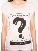Różowy t-shirt z napisem DO YOU BELIEVE IN LOVE?
