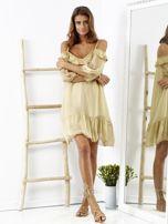 Beżowa sukienka z wycięciami na ramionach                                  zdj.                                  1
