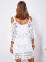 Biała trapezowa sukienka koronkowa mini                                  zdj.                                  2