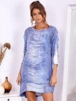 SCANDEZZA Niebieska sukienka oversize z cekinami w malarski deseń                                  zdj.                                  1