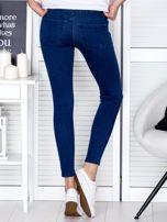 Spodnie ciemnoniebieskie o kroju slim przecierane                                  zdj.                                  2