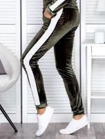Spodnie dresowe aksamitne z jasnymi lampasami zielone                                  zdj.                                  3