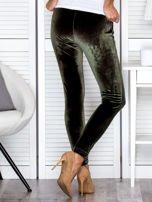 Spodnie dresowe welurowe z diamencikami przy kieszeniach zielone                                  zdj.                                  2