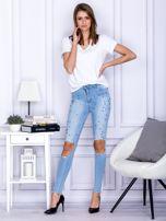 Spodnie jeansowe z dziurami i perełkami niebieskie                                  zdj.                                  4