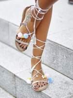 Srebrne sandały damskie gladiatorki z pomponami                                  zdj.                                  1