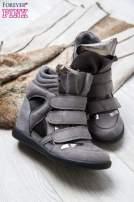 Srebrne zamszowe sneakersy damskie na rzepy z lustrzanymi wstawkami                                                                          zdj.                                                                         2