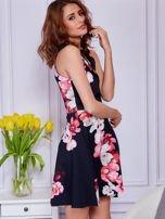 Sukienka czarna w duże kolorowe kwiaty                                  zdj.                                  3
