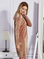 Sukienka damska welurowa z kieszeniami beżowa                                  zdj.                                  3
