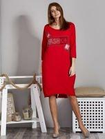 Sukienka damska z napisem z dżetów czerwona                                  zdj.                                  4