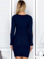 Sukienka damska z wycięciami na rękawach w prążek granatowa                                  zdj.                                  2