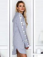 Sukienka dresowa z kapturem i nadrukiem szara                                  zdj.                                  5