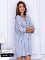 Sukienka jasnoszara o kroju oversize ze sznurowaniem                                  zdj.                                  5