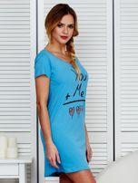 Sukienka niebieska bawełniana z miłosnym nadrukiem                                  zdj.                                  3