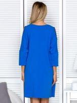 Sukienka oversize z wycięciami na rękawach i perełkami niebieska                                  zdj.                                  2