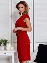 Sukienka pomarańczowa z drapowaniem i ozdobnym kwiatem                                  zdj.                                  5