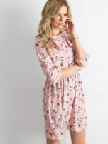Sukienka różowa we wzory z falbaną                                  zdj.                                  1