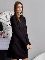 Sukienka z kapturem i ozdobnym paskiem czarna                                  zdj.                                  4