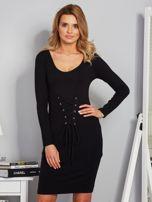 Sukienka ze sznurowaniem i głębokim dekoltem czarna                                  zdj.                                  1