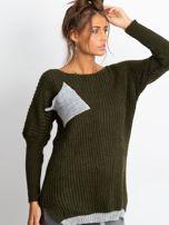 Sweter ze srebrną kieszenią khaki                                  zdj.                                  3