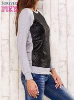 Szara bluza z czarną pikowaną wstawką                                  zdj.                                  3