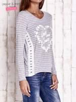 Szara bluzka w paski z napisem LOVE AND SWAG                                                                          zdj.                                                                         3