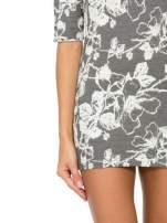 Szara mini sukienka tłoczona w kwiaty                                                                          zdj.                                                                         9