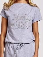 Szara sukienka dresowa wiązana w pasie z aplikacją z dżetów                                  zdj.                                  5