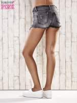 Szare szorty jeansowe z przetarciami                                  zdj.                                  4