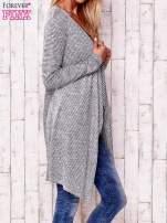 Szary otwarty sweter w drobne paski