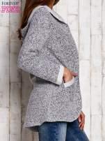 Szary otwarty sweter z kapturem                                  zdj.                                  3