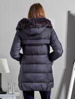 Szary płaszcz z futrzanymi kieszeniami                                  zdj.                                  2