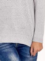 Szary sweter o większych oczkach                                                                          zdj.                                                                         6