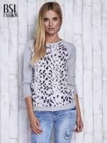 Szary sweter z kolorową wstawką                                  zdj.                                  3