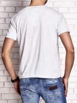 Szary t-shirt męski z nadrukiem czaszki i napisami                                  zdj.                                  2