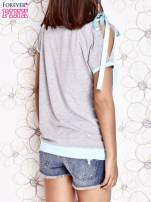 Szary t-shirt z kokardą                                  zdj.                                  4